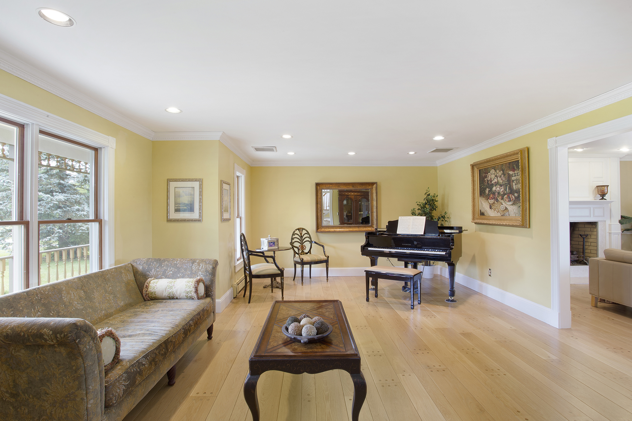 04 90 Fairmount Road West Tewksbury Township — living room from foyer