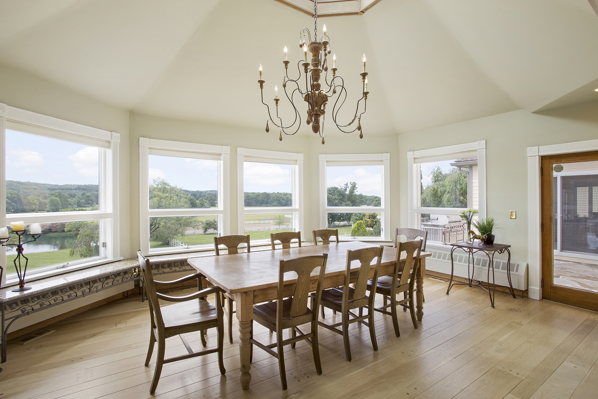07c 90 Fairmount Road West Tewksbury Township — dining room and patio access