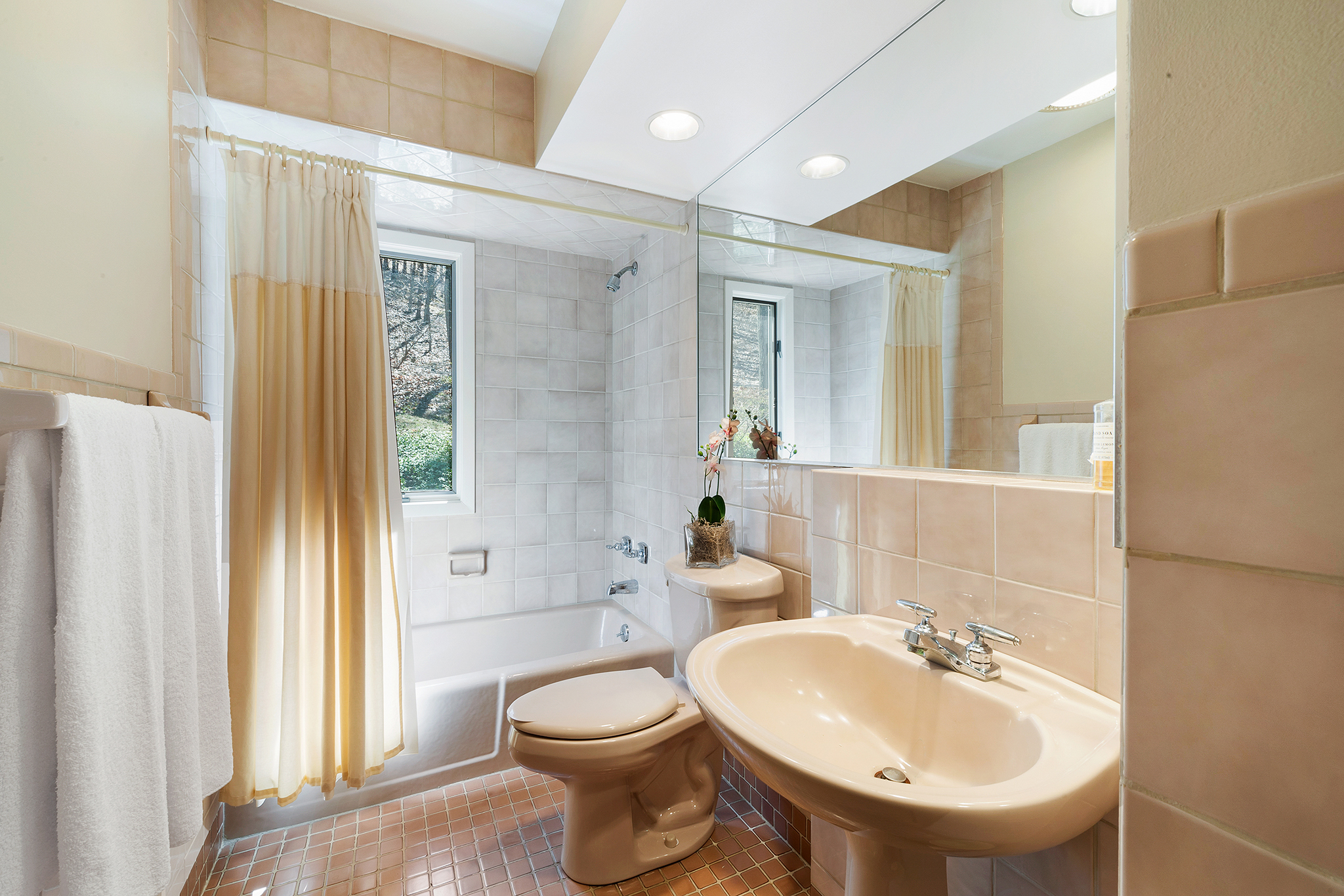 11 1 Dinner Pot Road, Tewksbury — Hall Bathroom (deleted cfacd329085143474e9d62feb71cd565)