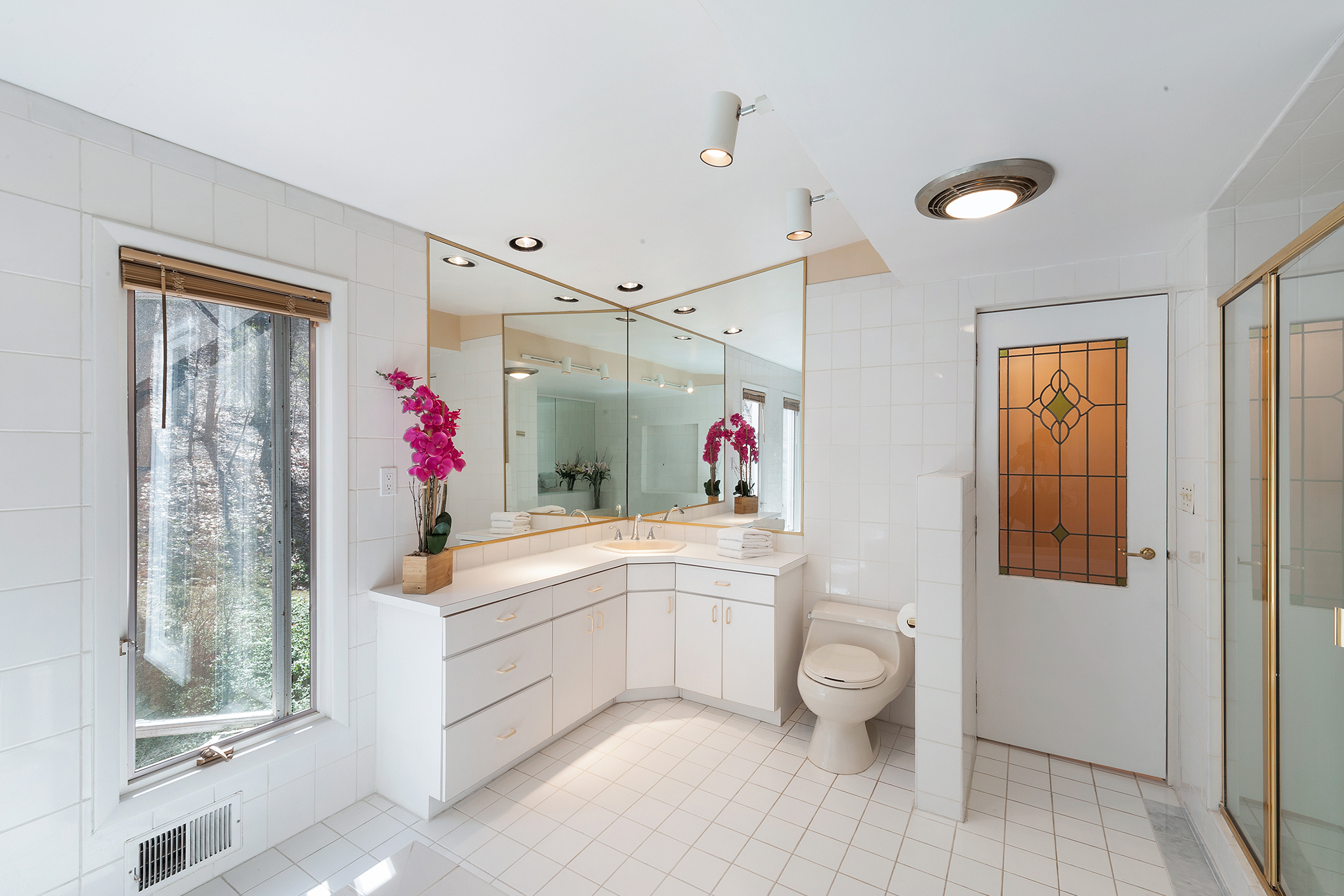 15 1 Dinner Pot Road Tewksbury — Master Bath (deleted 0e2cd638317d3b8459f47c607ce9c8b7)