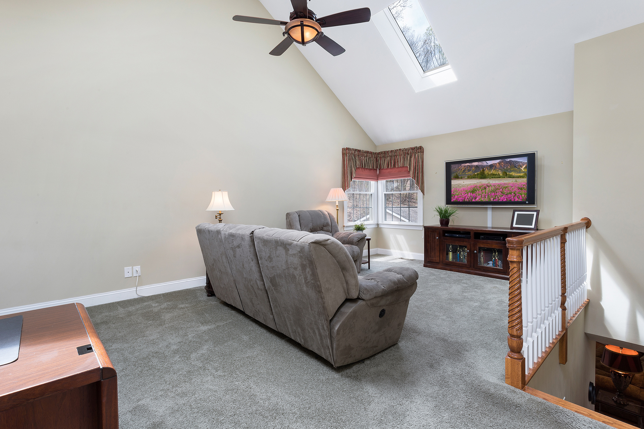 16 32 Spring Hill Rd, Franklin Township — Upstairs Family Room