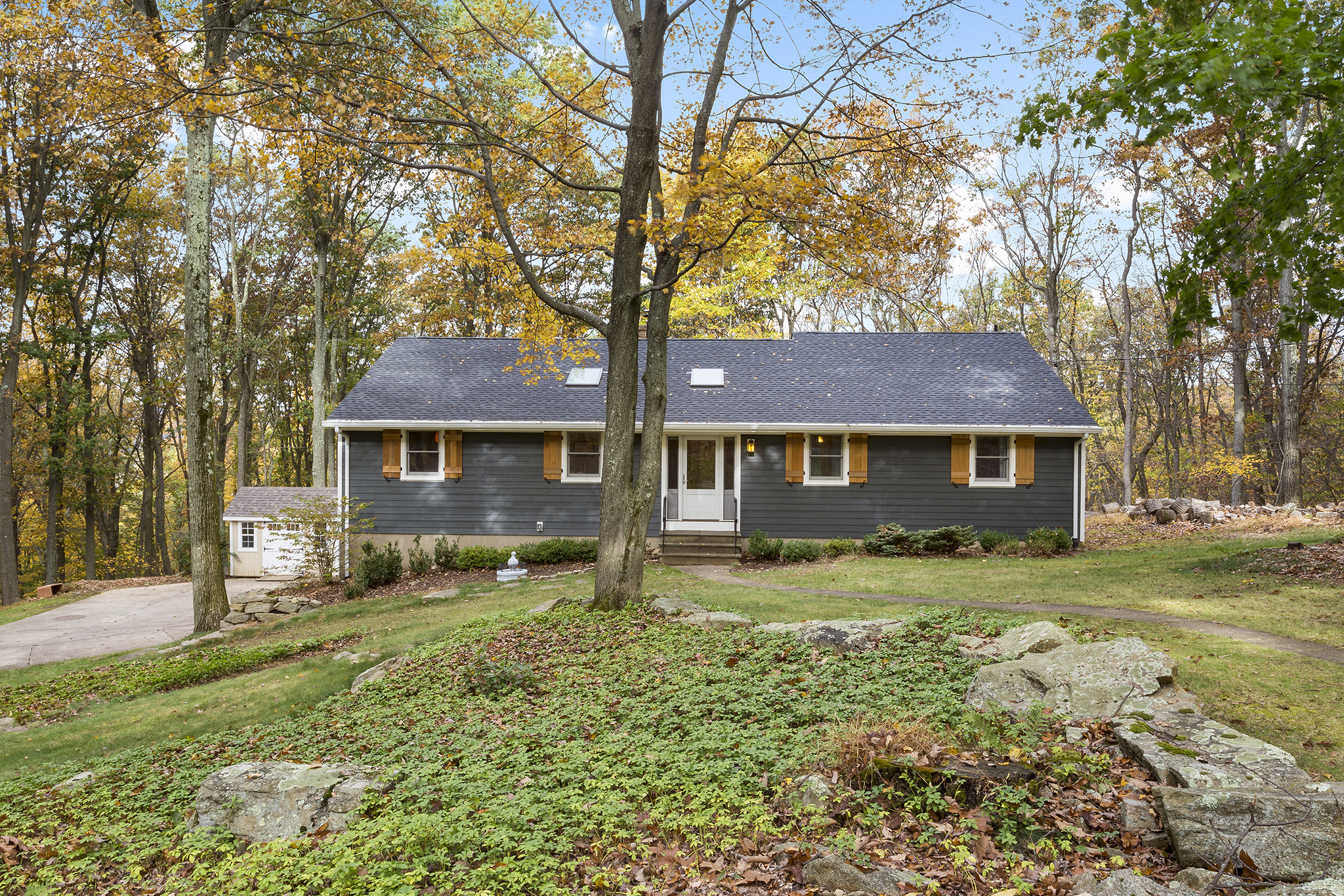 16 5 Lenore Road Tewksbury Township — Front View 2