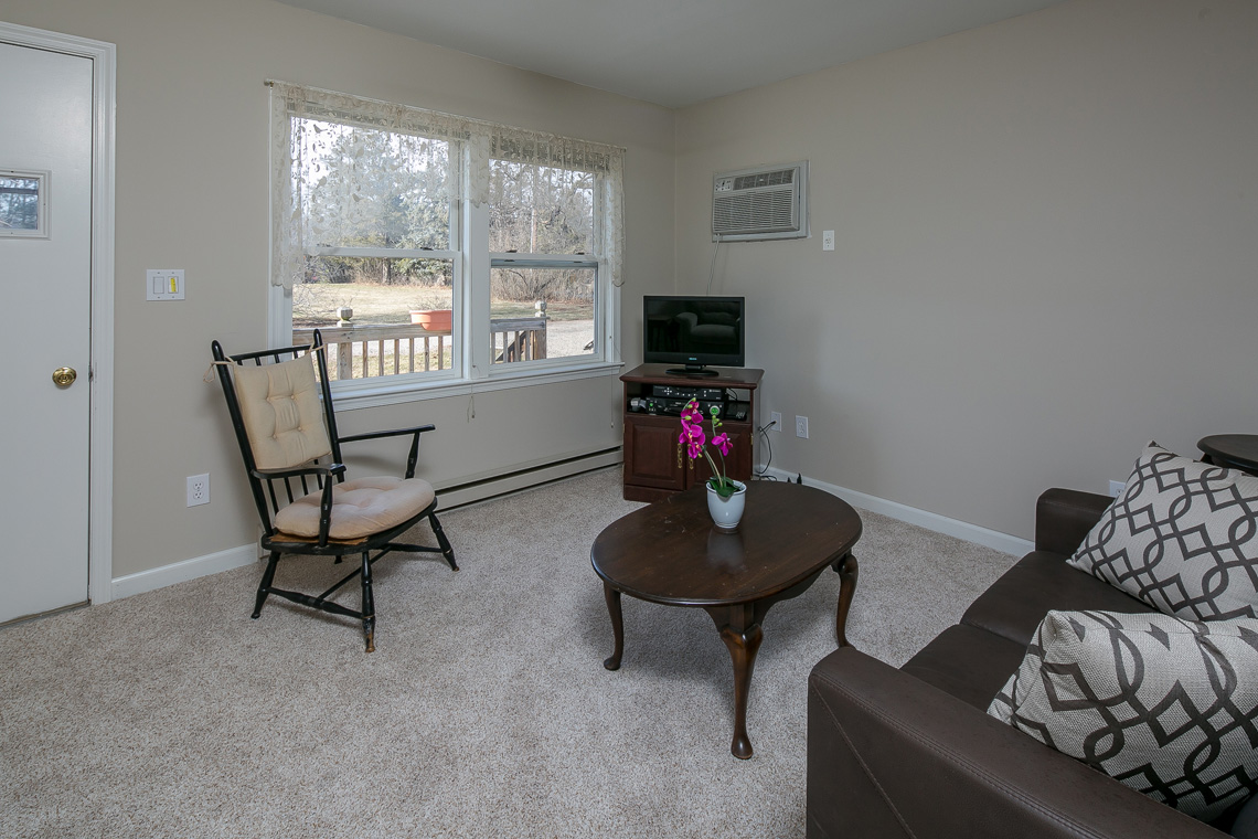 26 402 Route 523 Whitehouse Station Readington Township –guest cottage living room