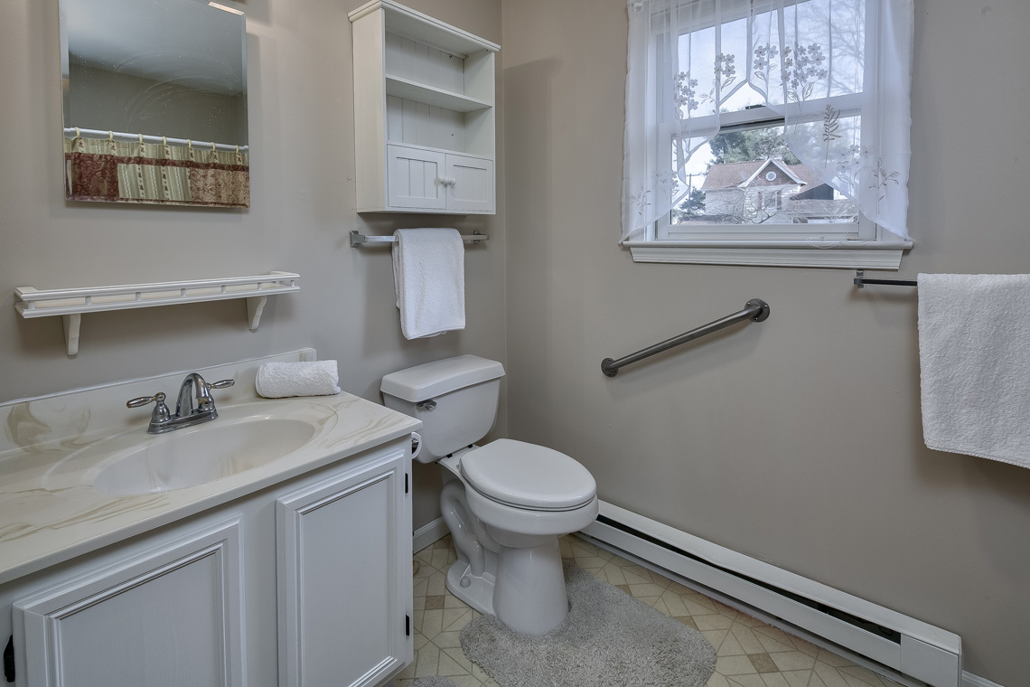 28 402 Route 523 Whitehouse Station Readington Township — guest cottage accessible Bathroom