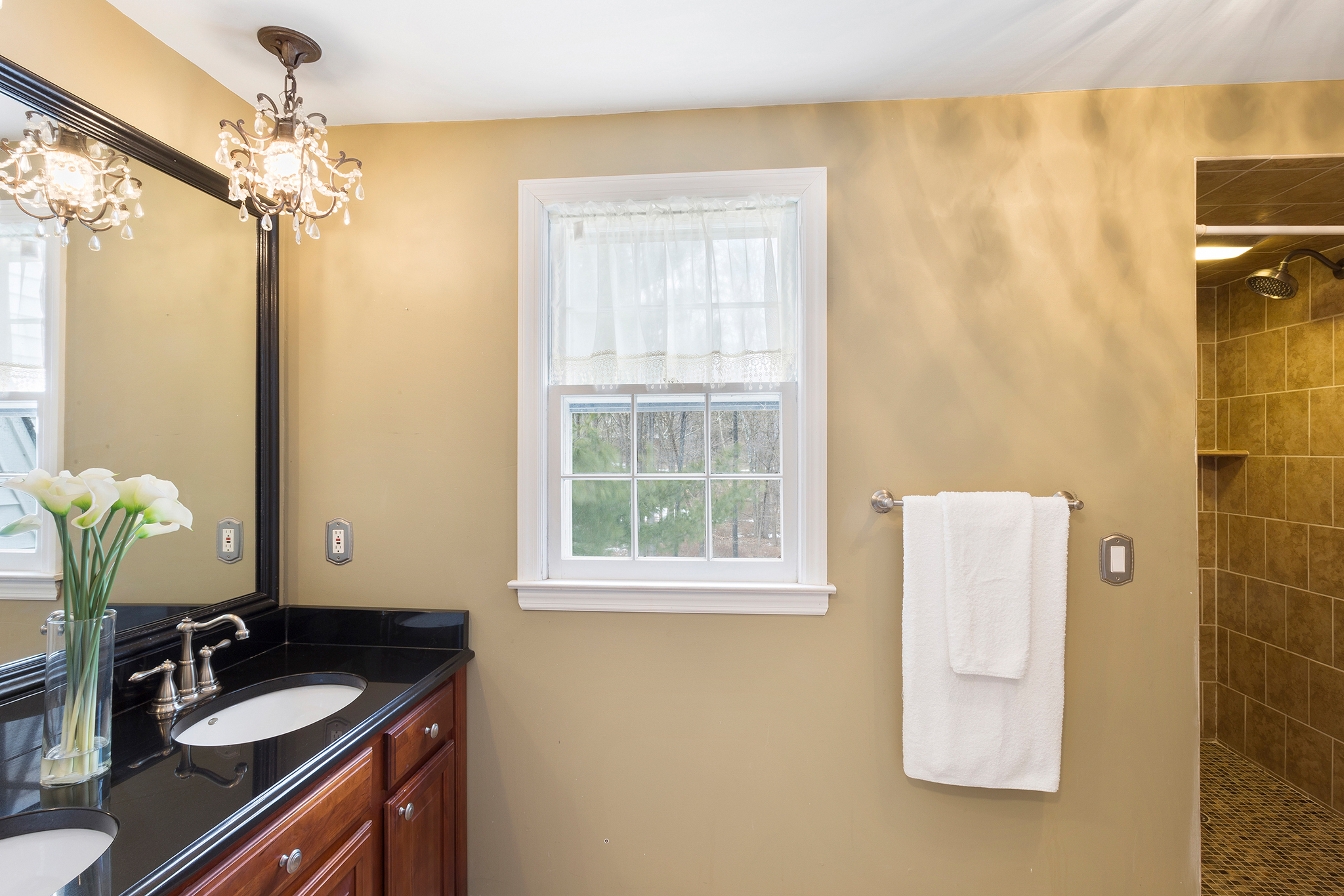 13 14 Keats Road Tewksbury Township — MBR Bath