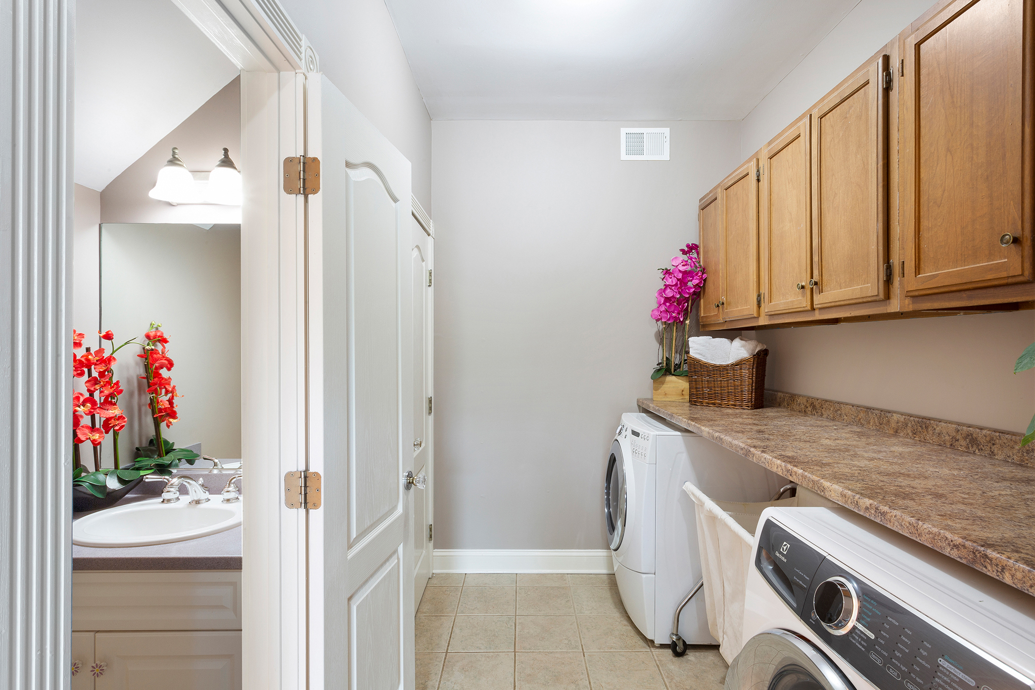 14b 98 Fairmount Road West Tewksbury Township — laundry mudroom