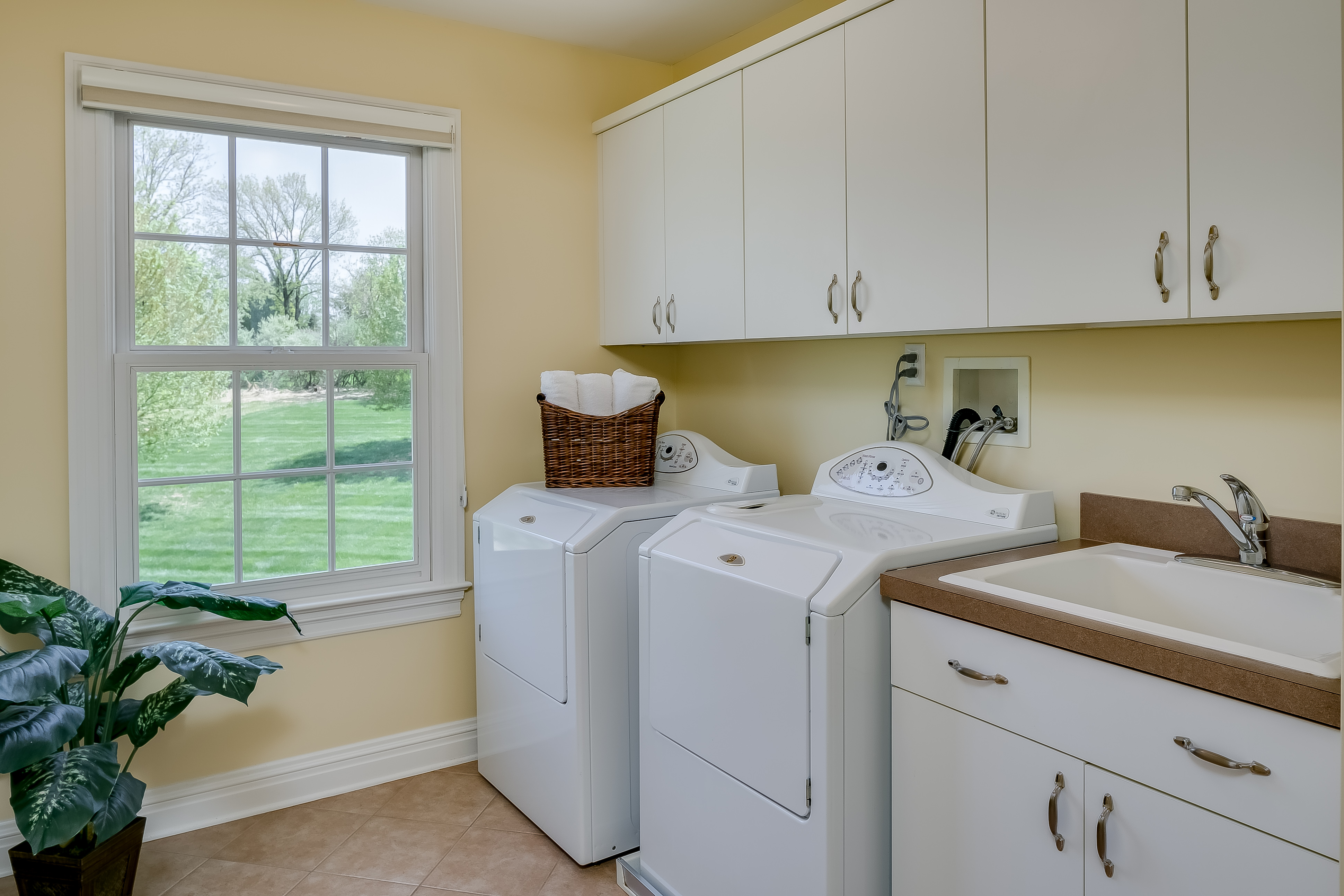 23 8 Snuffys Lane Tewksbury Township — 2nd floor laundry room