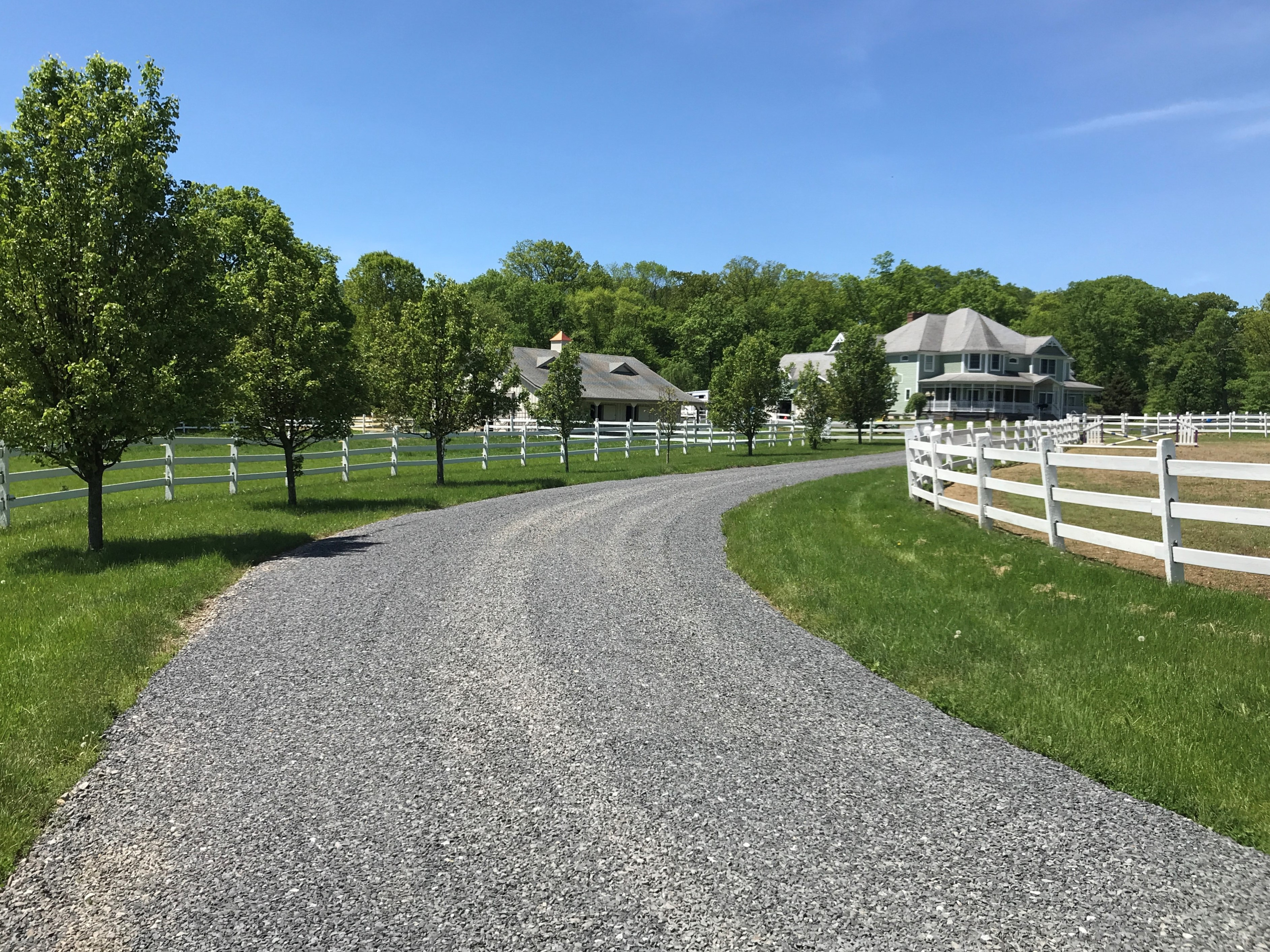 25b 98 Fairmount Road West Tewksbury Township — driveway from road