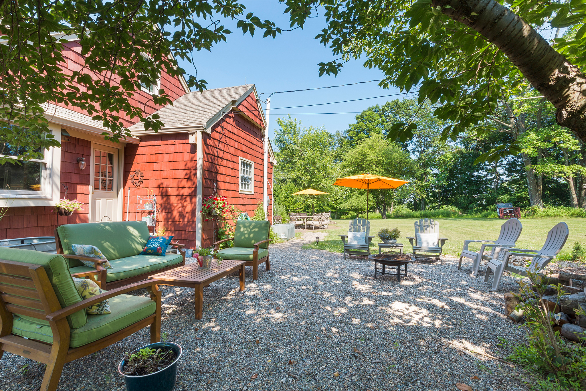 14A 7 Scarlet Oak Road Tewksury Township — Side Yard Sitting Area