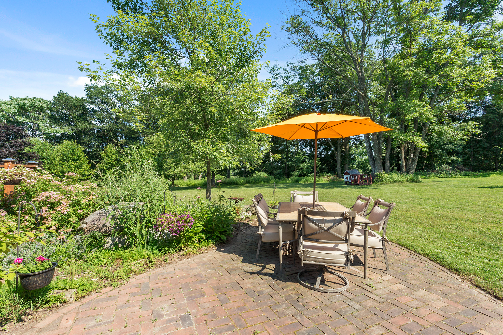 14B 7 Scarlet Oak Road Tewksbury Township — Side Patio