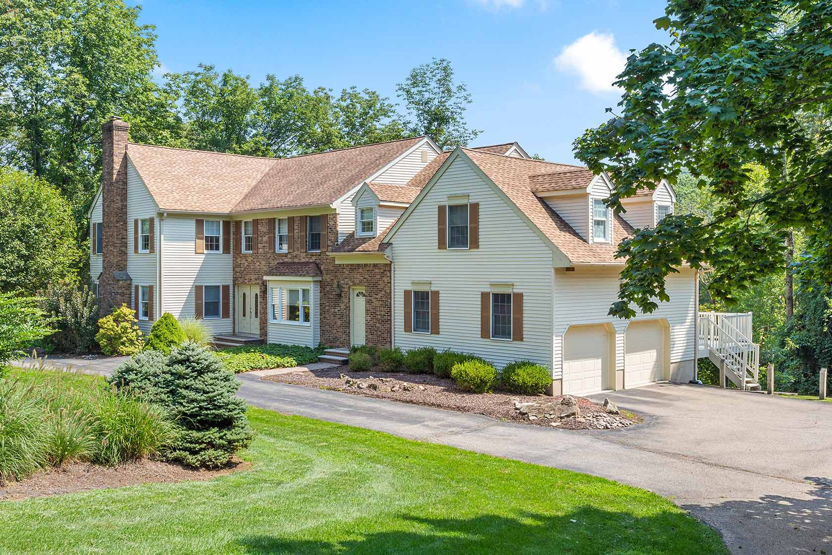 13 Bridge Hollow, Tewksbury Township