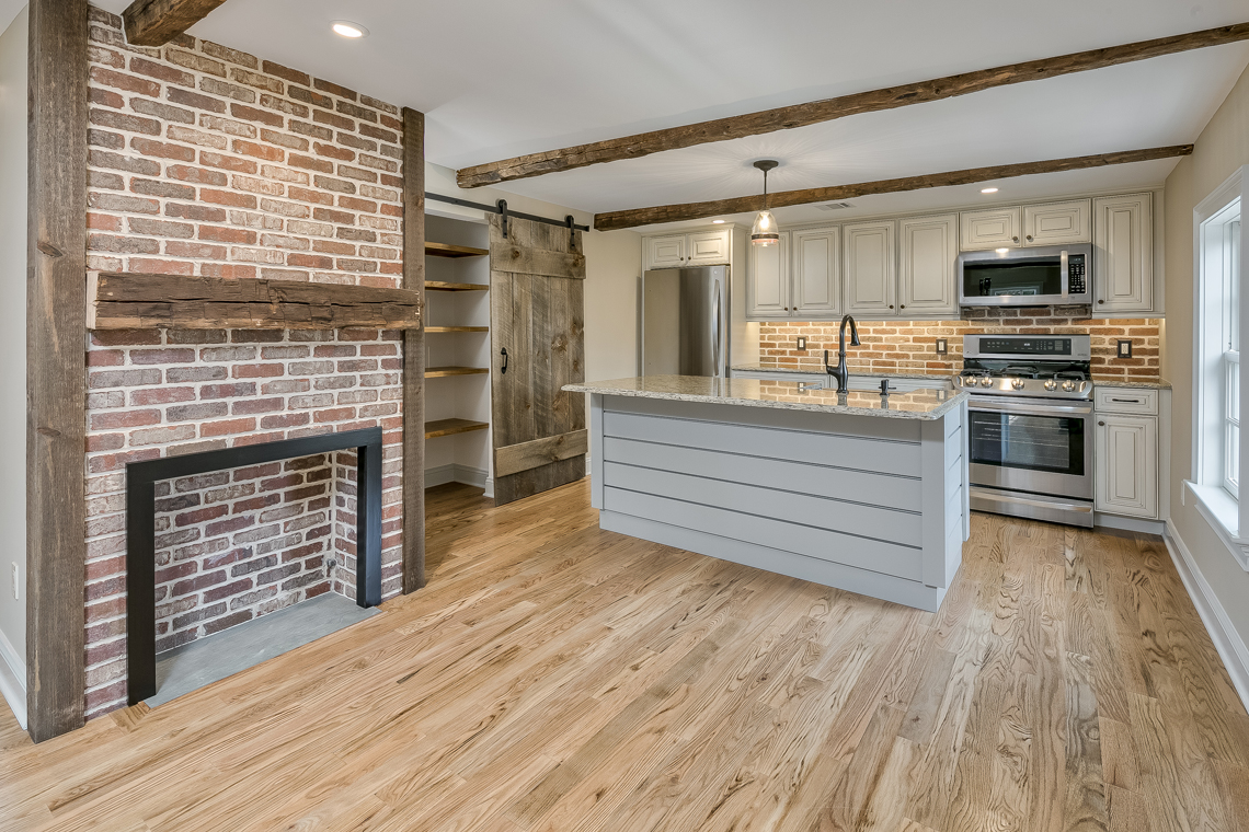 07 46 Old Turnpike Road — kitchen with center island
