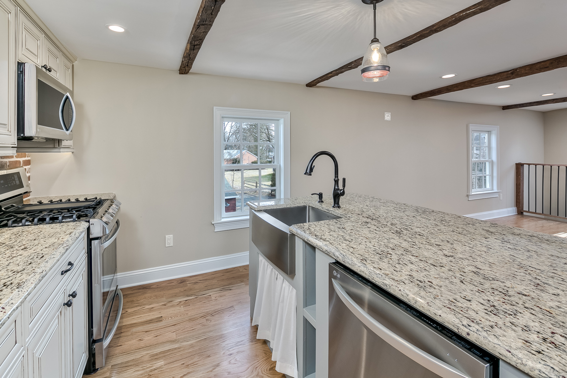 10 46 Old Turnpike Road — kitchen detail 2