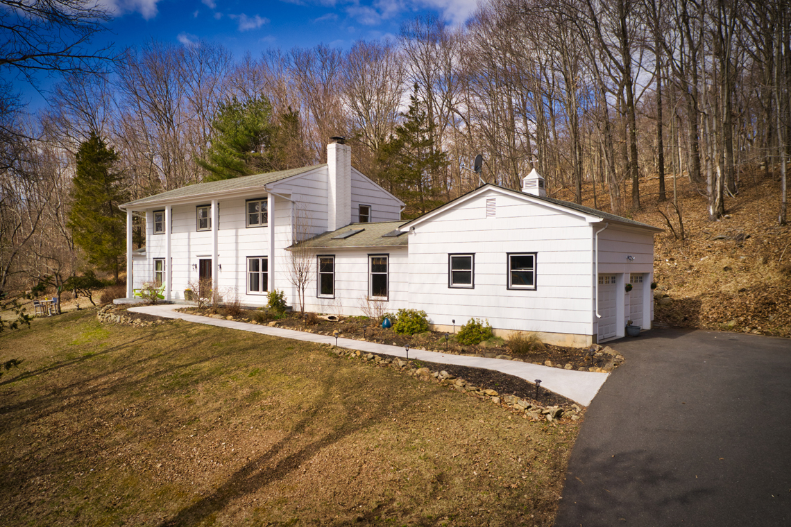 23 5 Strawberry Lane Tewksbury Township — exterior with garage v2