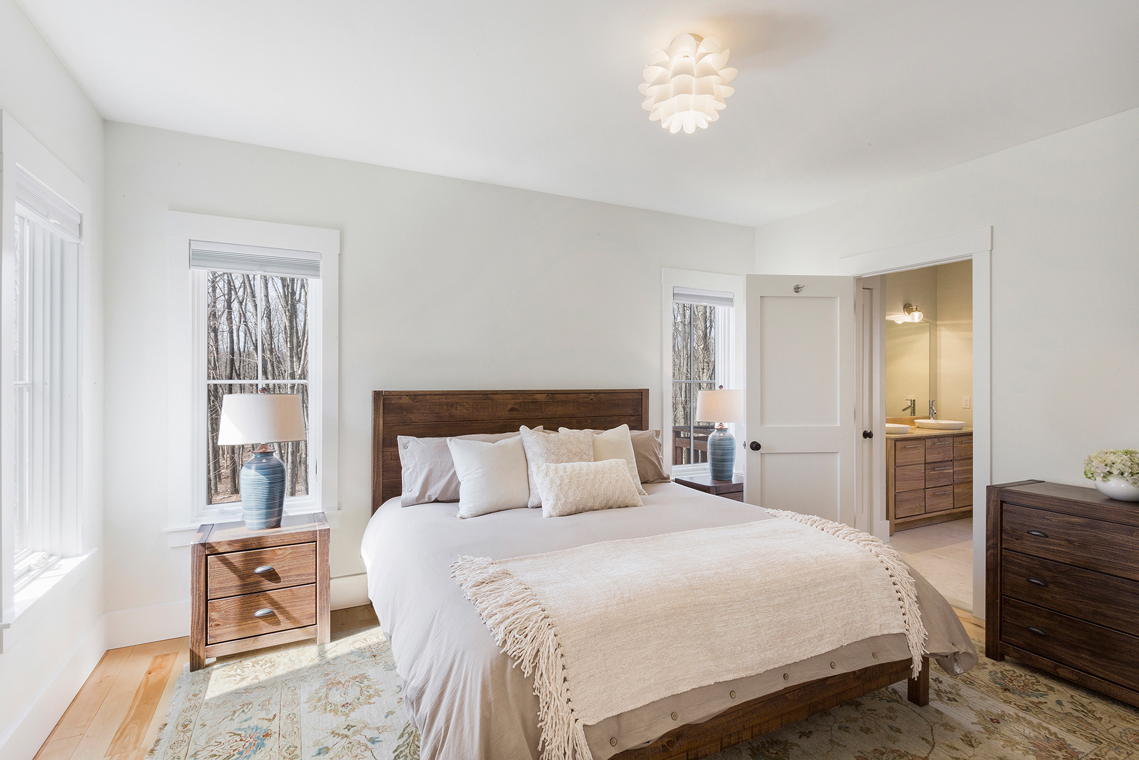 10 15 Guinea Hollow Road Tewksbury Township — master bedroom