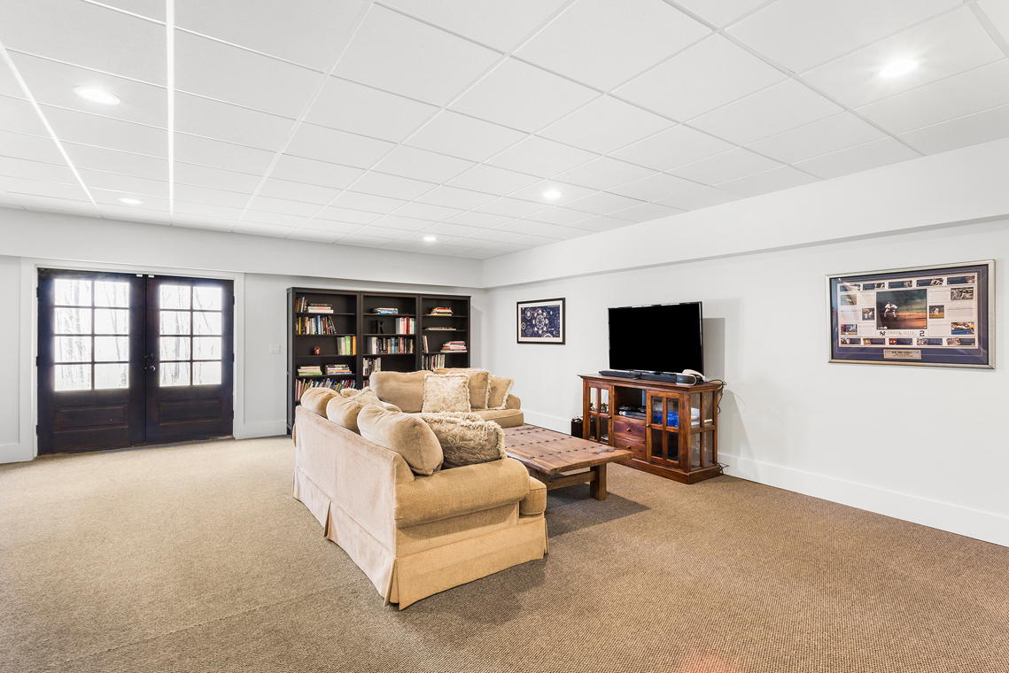 19 15 Guinea Hollow Road Tewksbury Township — walk out finished basement