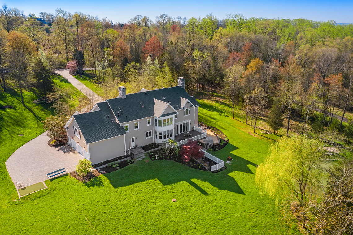 25a 99 30 Homestead Road Tewksbury Township — aerial with parking area