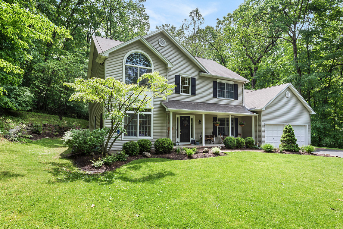 01 192 Mine Hill Road Mount Olive Township — Front View