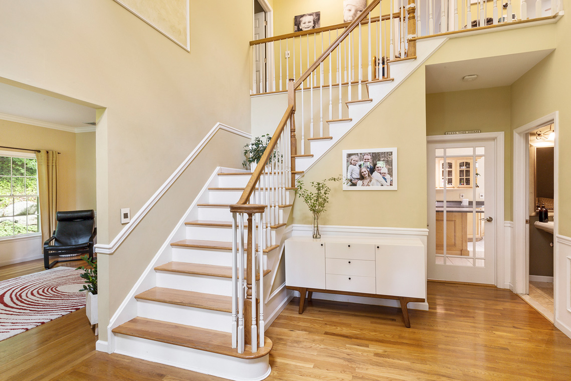 02 192 Mine Hill Road Mount Olive Township — Entryway