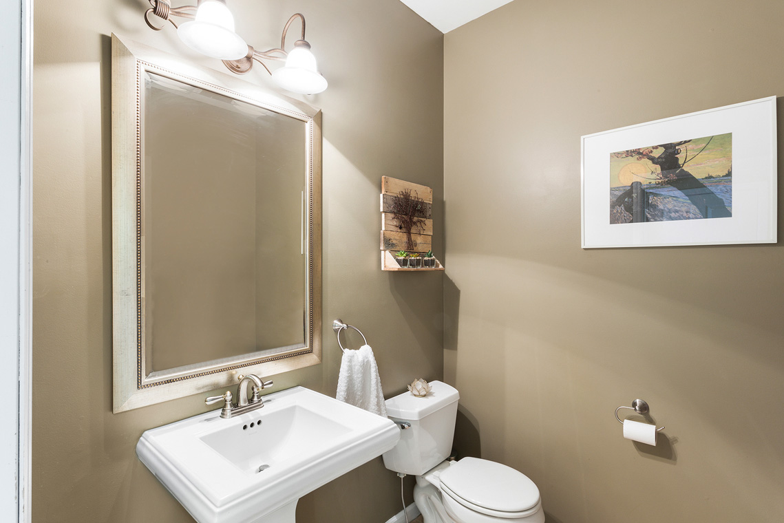 09 192 Mine Hill Road Mount Olive Township — Powder Room