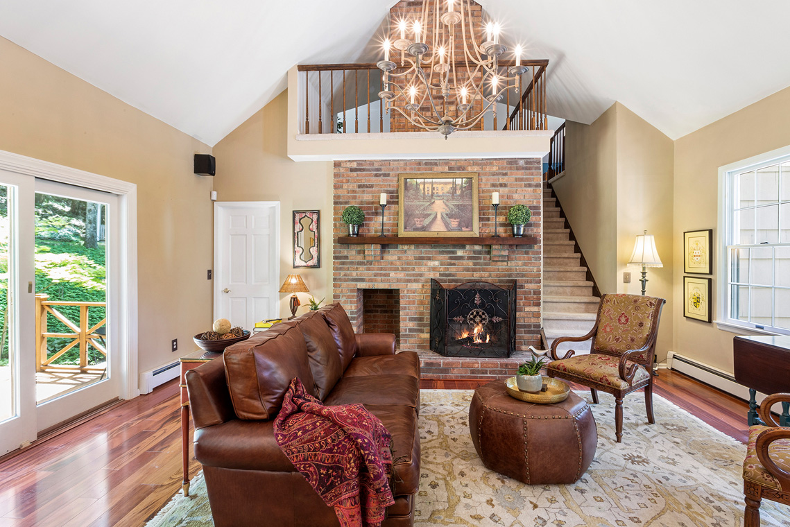 08 27 Sierra Drive Long Valley Washington Township Morris County — family room from kitchen