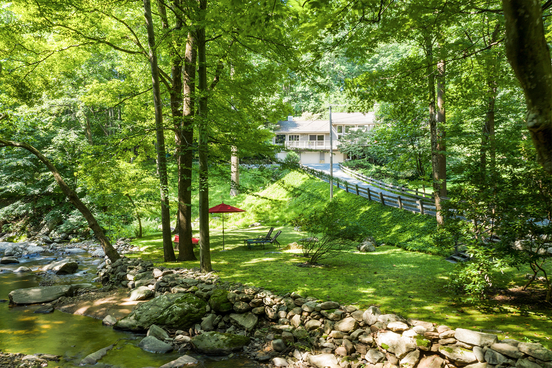 01 141 Rockaway Road Tewksbury Township — house and stream and driveway