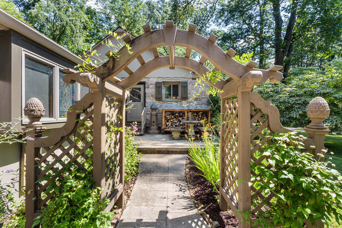 02 111 Dreahook Road Readington Township — Front Arch