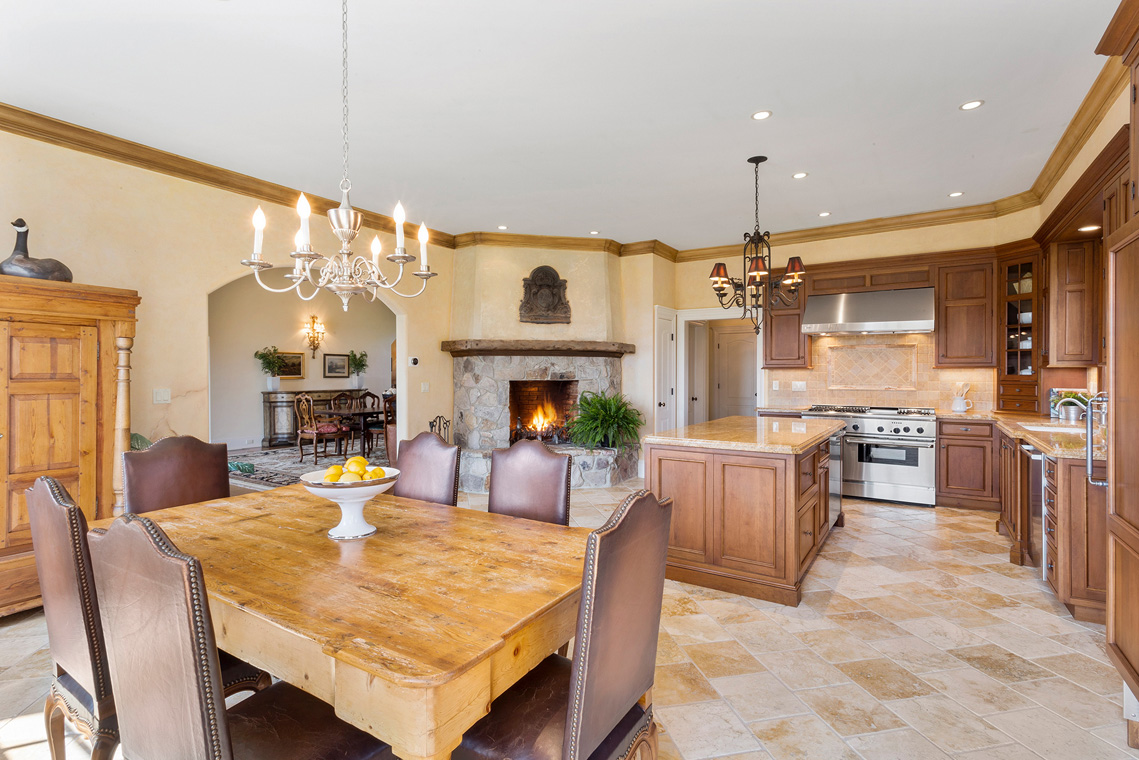 04 31 Welsh Road Tewksbury Township NJ — eat in kitchen and fireplace