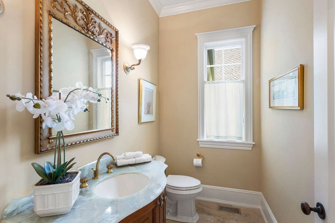 10 31 Welsh Road Tewksbury Township NJ — powder room
