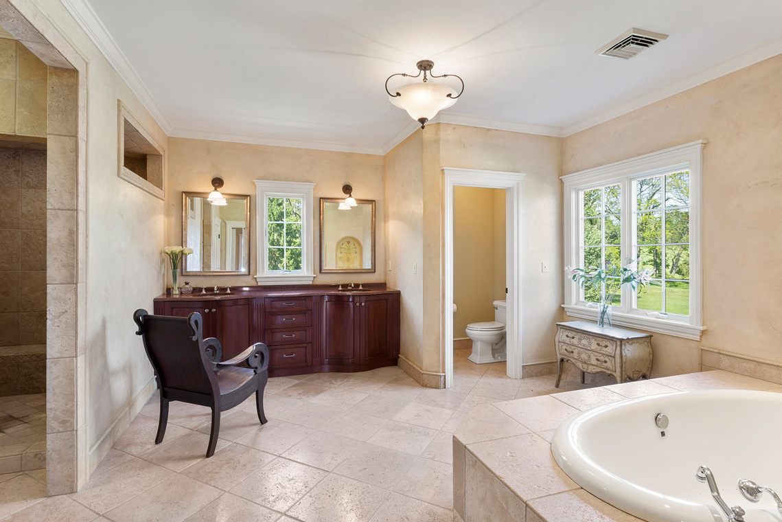 12 31 Welsh Road Tewksbury Township NJ — master bathroom