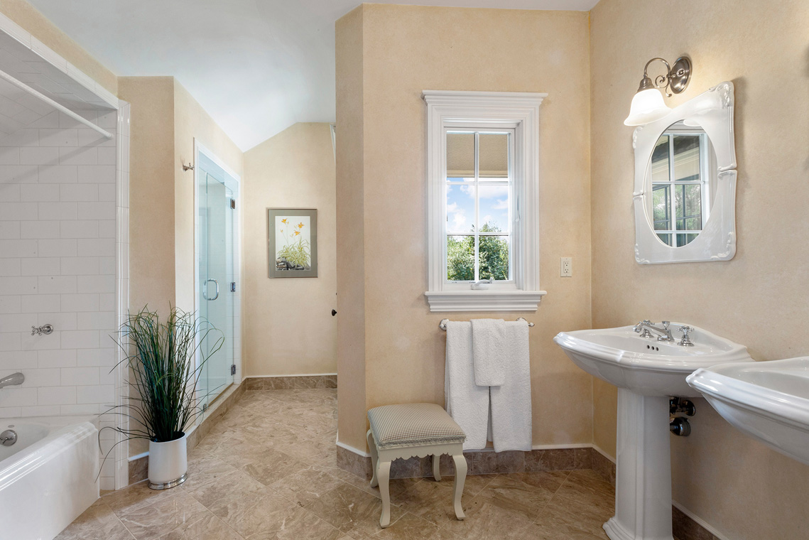 16 31 Welsh Road Tewksbury Township NJ — jack and jill bathroom for BR2 and BR 3
