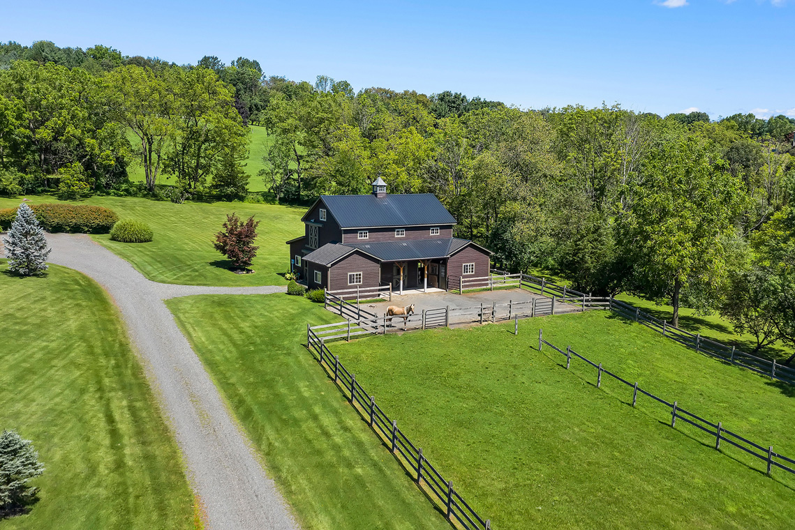 23 31 Welsh Road Tewksbury Township NJ — barn and paddocks edit