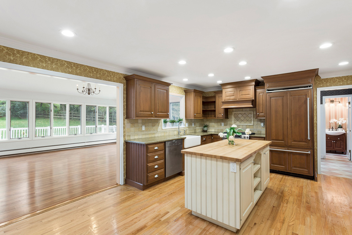05 10 Salters Farm Road Tewksbury Township — kitchen with view to family room