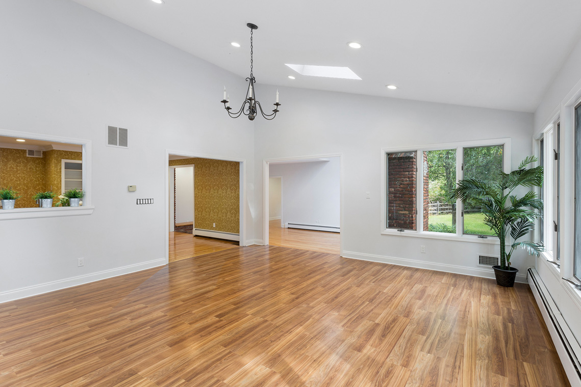 06a 10 Salters Farm Road Tewksbury Township — family room with passthru to kitchen