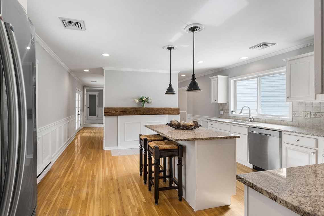 10 11 Sutton Road Tewksbury Township — Kitchen from Bar Area