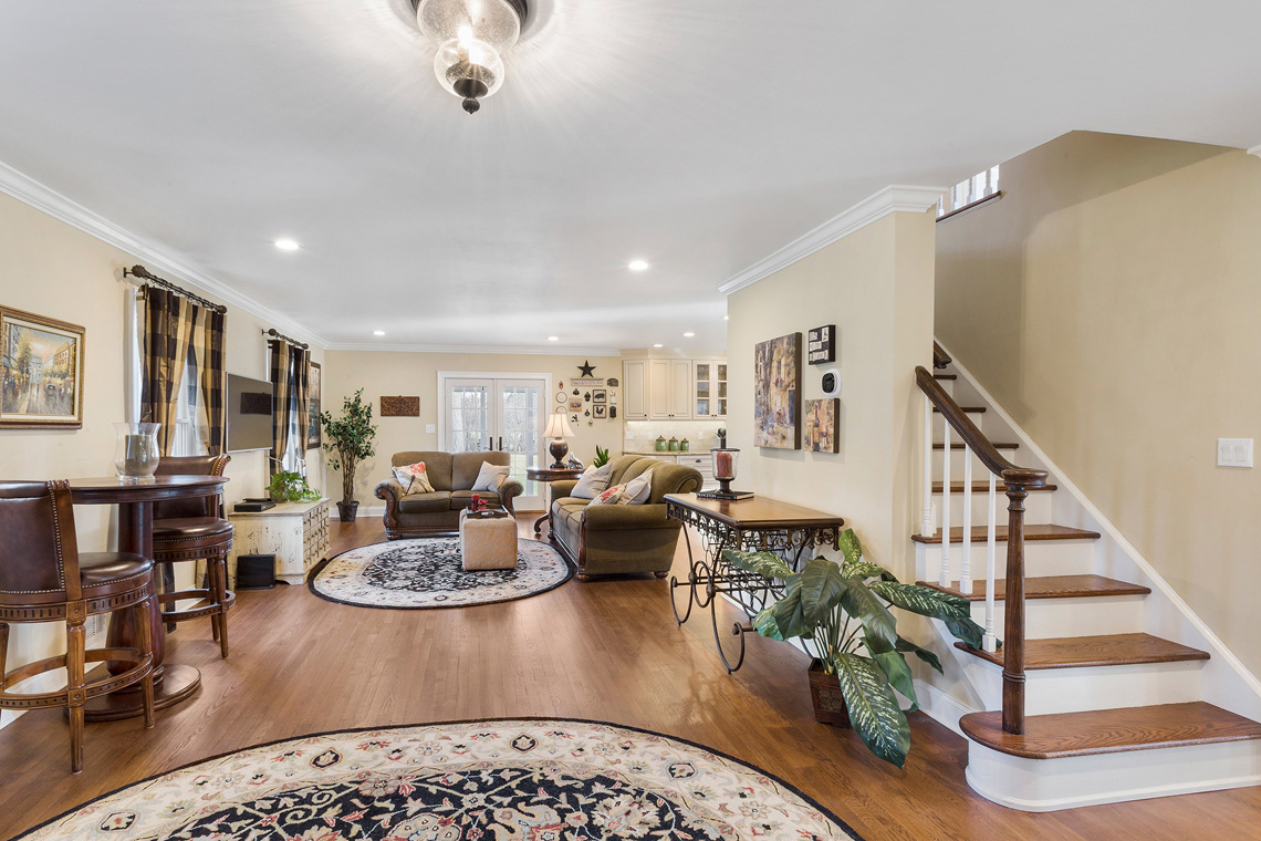 11 24 Welsh Road Tewksbury Township — main floor with view of staircase